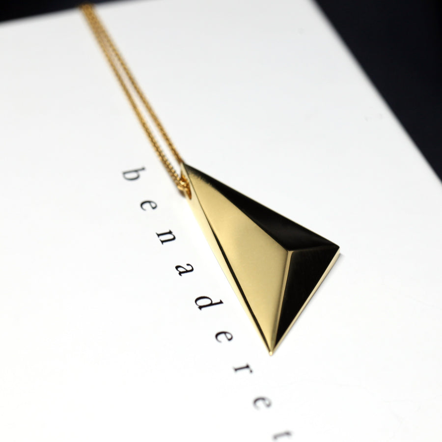 Edgy pendant vermeil gold sharp unisexe minimal jewelry yellow gold plated silver pendant little italy jeweler sharp edge monteal minimalist fashion jewelry design custom handmade in montreal canada