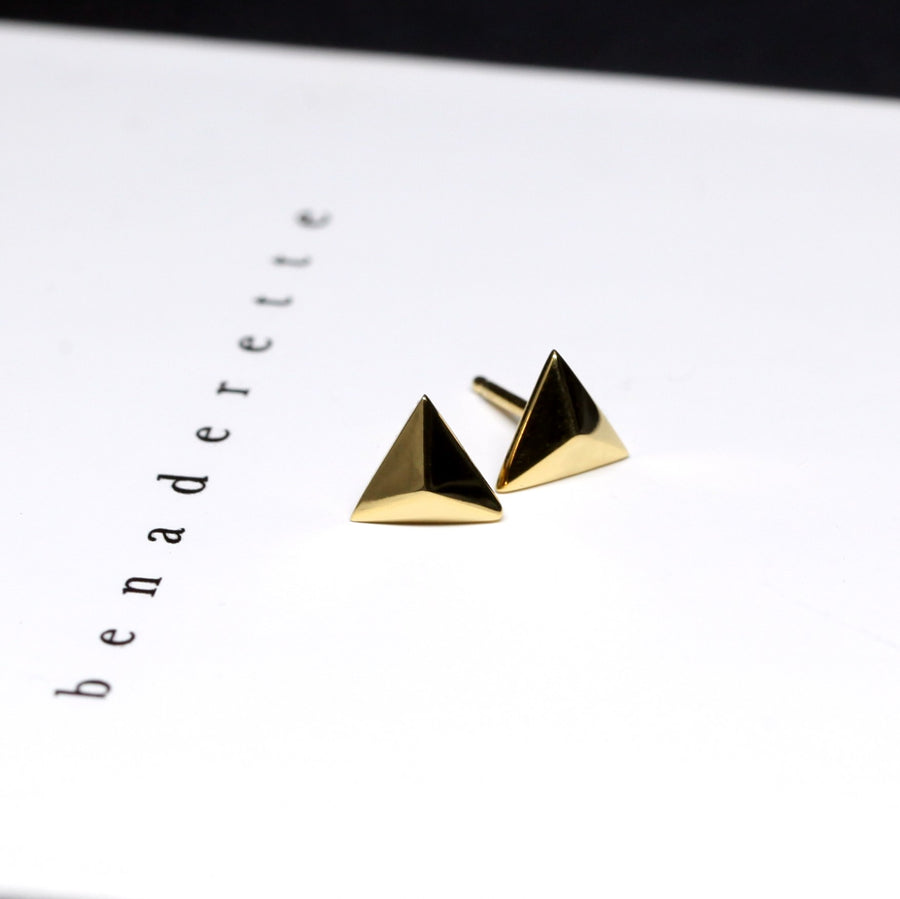 front view of pair of dainty small pyramid verneil gold stud earrings minimalist triangle shape fine jewelry sharp bold fashion style bena jewelry designer