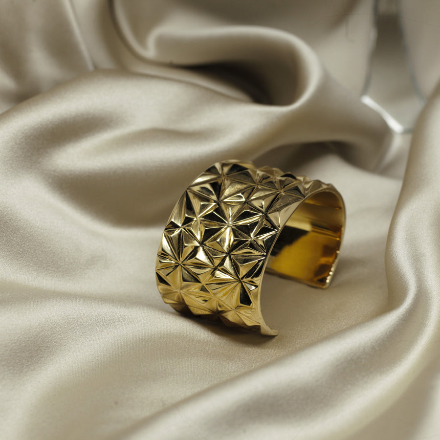 Statement bracelet. Gold plated, silver jewelry. Fine Jewelry