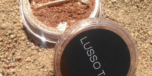 Lusso Tan  highlighter. A finishing touch shimmer dust for sunkissed skin.