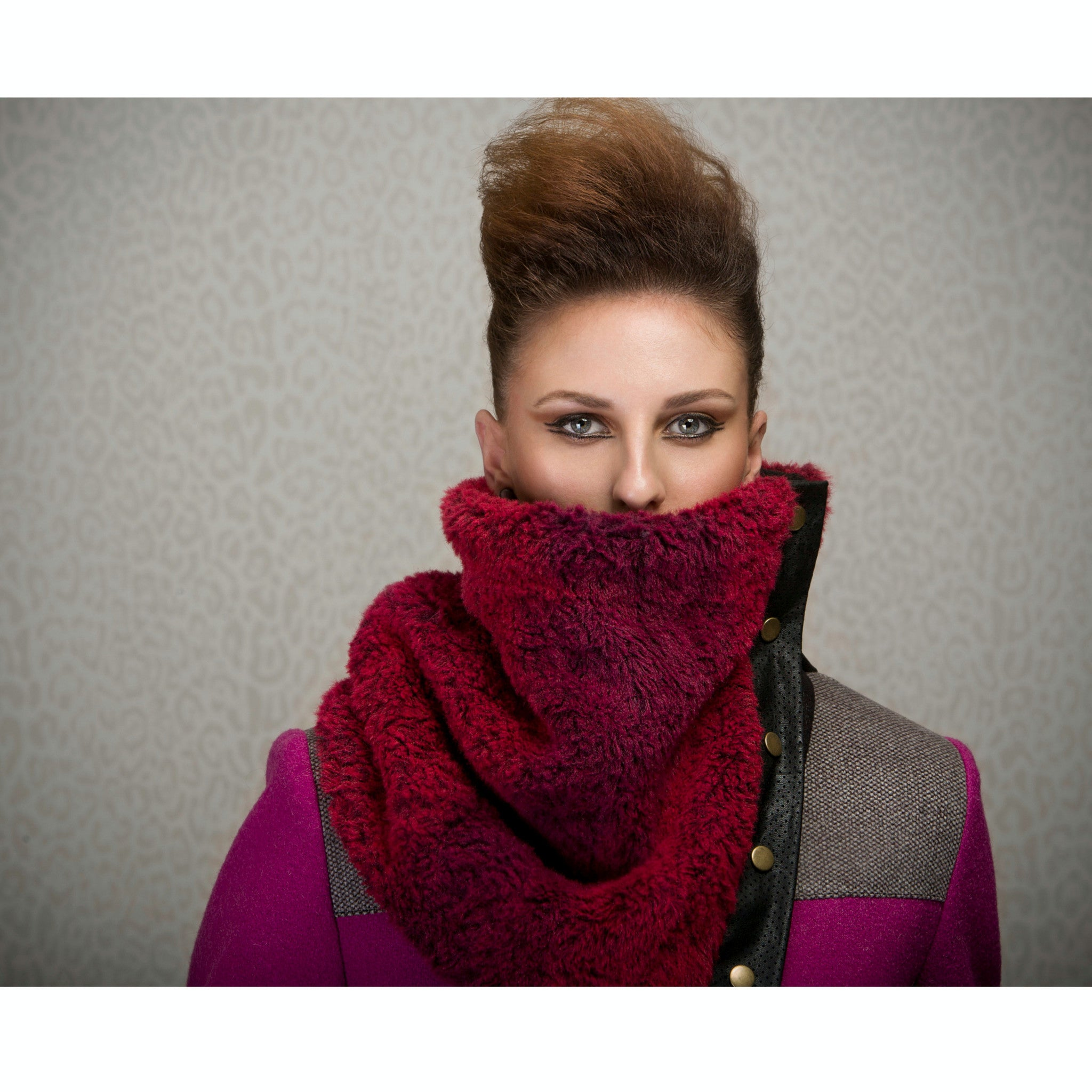 Snap cowl - fur in burgundy