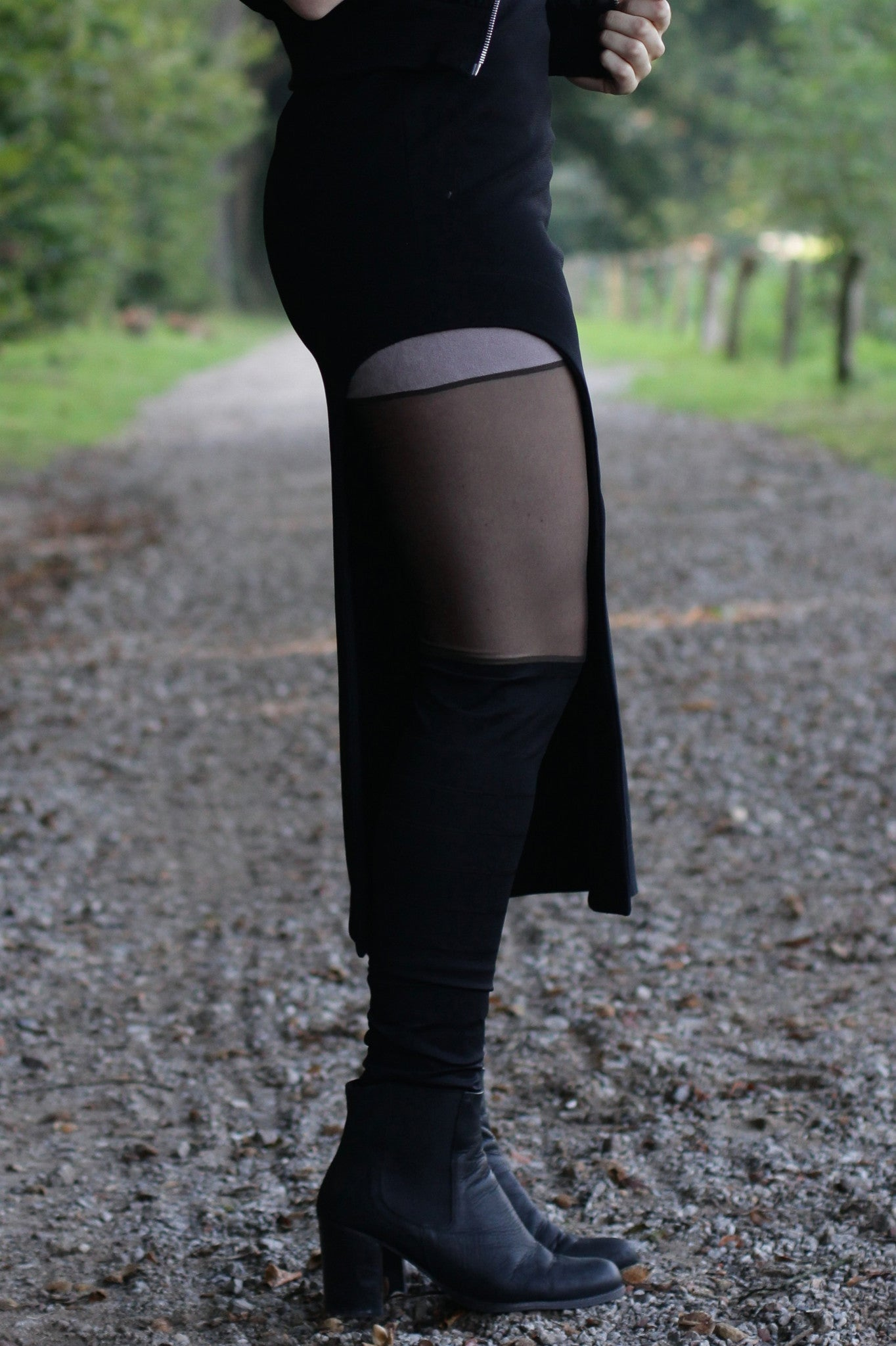 Skirt - black pencil with split (S-XL)