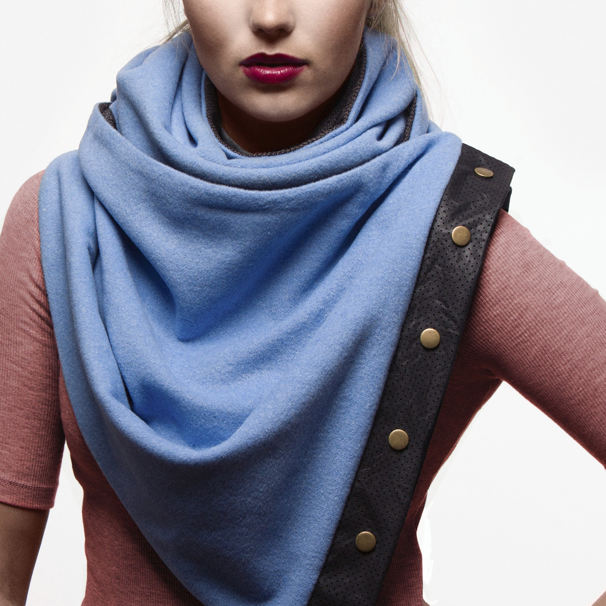 Snap scarf - sky blue wool