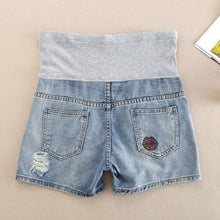 Load image into Gallery viewer, Maternity Lip Print Abdomen Supportive Short Jeans