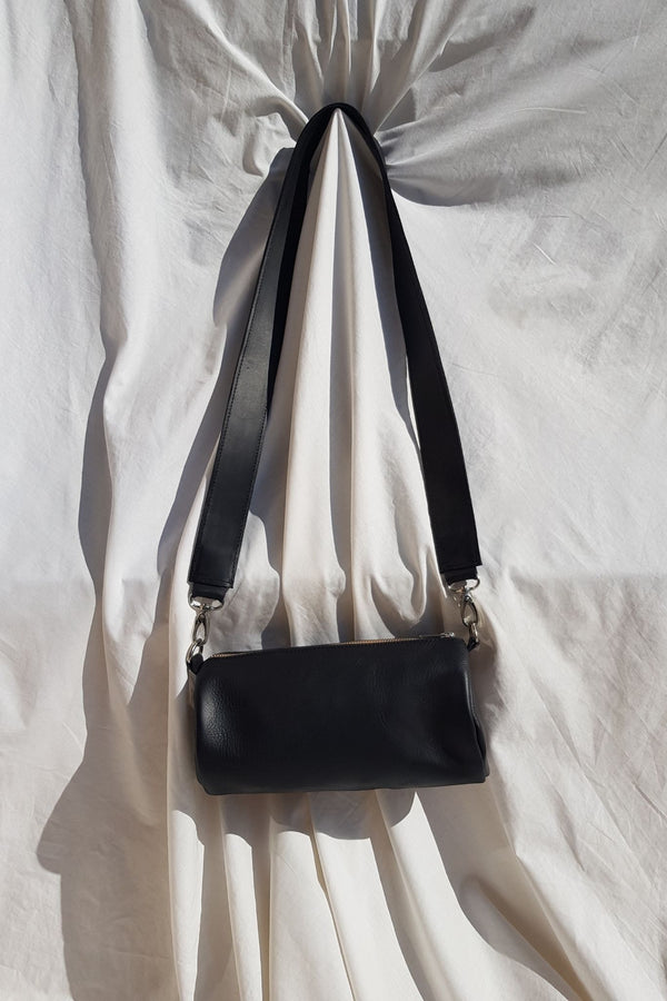 Black Barrel Leather Bag Lokol for Ichyulu
