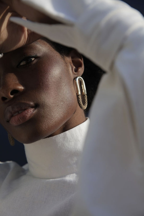 Pichulik Curved Brass Hoop Earrings for Ichyulu