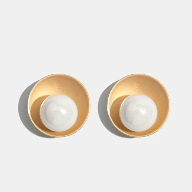 Single Imitation Pearl Stud Earring with Gold Color Plate