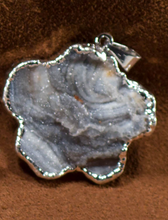 Load image into Gallery viewer, Agate Sculpture Pendants