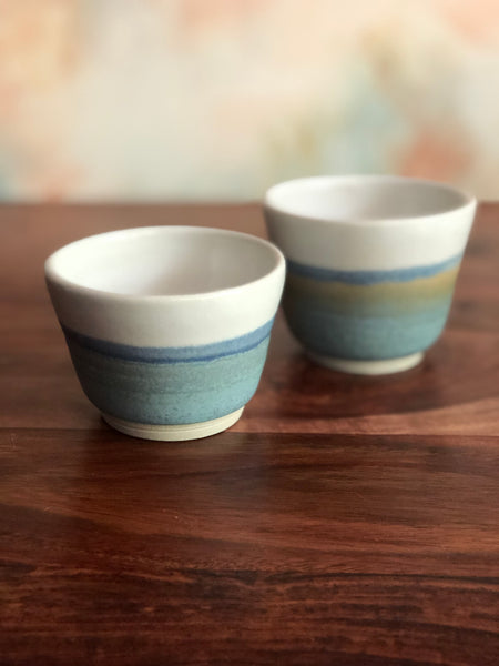 Mismatch blue-dip white horizon cups