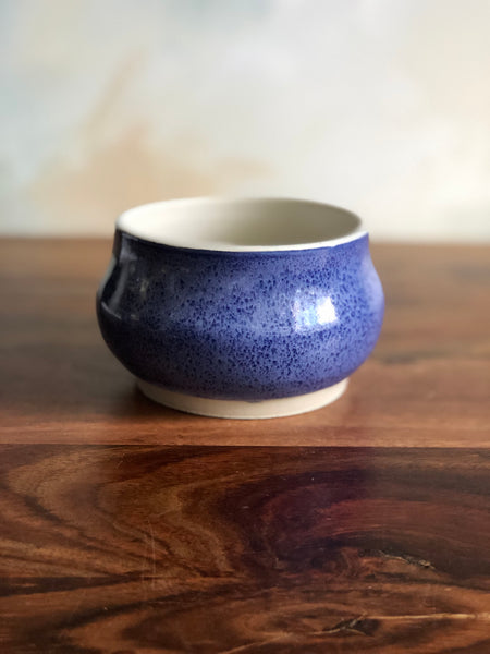 Blue and white lidless sugar bowl