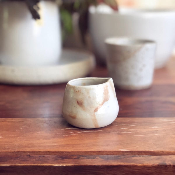 Tiny white rust creamer