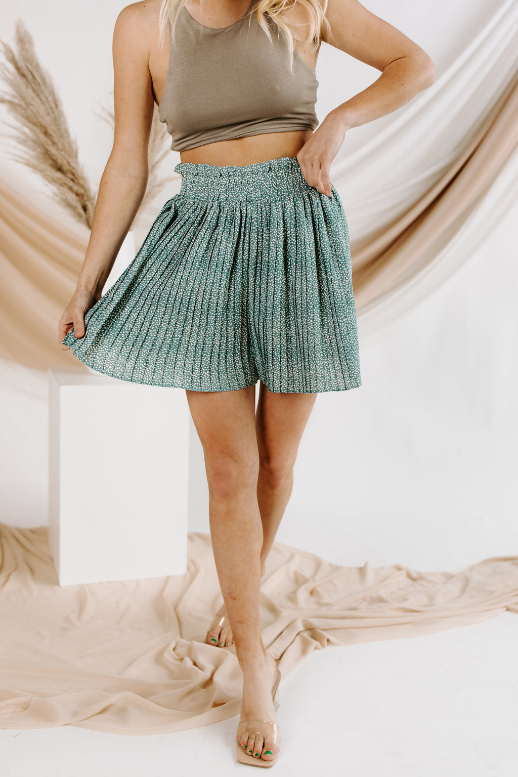 Downtown Pleated Spot Short