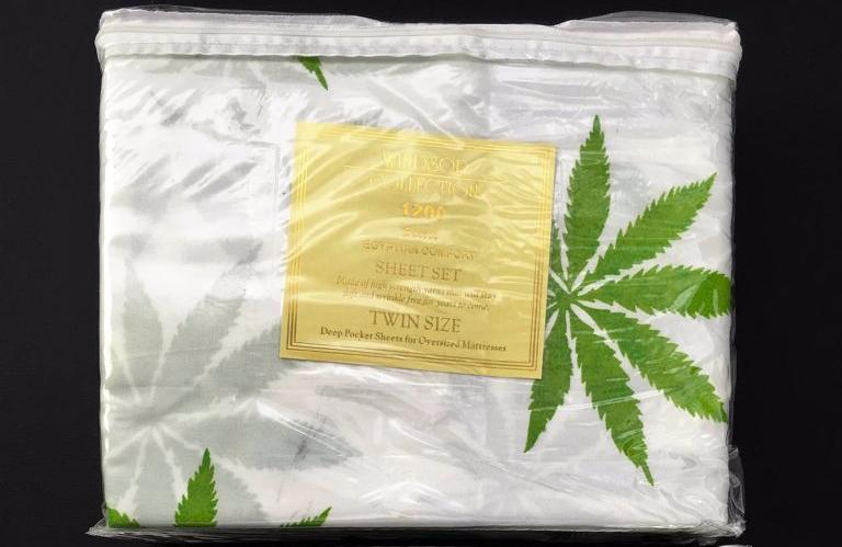 Weed Leaf Bed Sheets