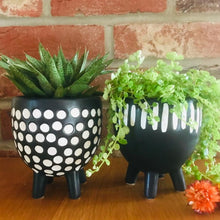Load image into Gallery viewer, Black and White Grooved Stripe Planter on Legs