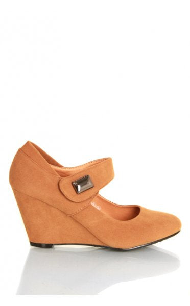 Kylie Wedge Shoes In Camel