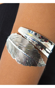 Aleida Feather Arm Cuff In Silver