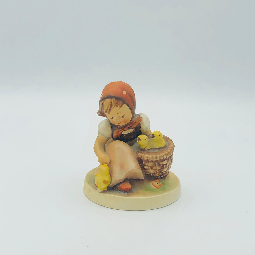 "GOEBEL HUMMEL ""Chick Girl"" # 57/0, TMK3 - Beautiful Piece From The 1960's"