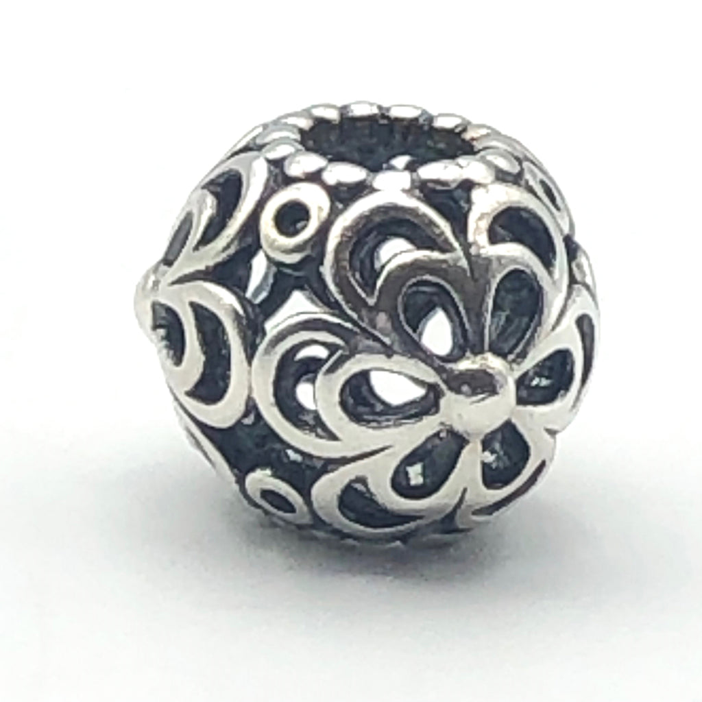 PANDORA Picking Daisies 925 ALE Sterling Silver Openwork Charm 790965 - Retired