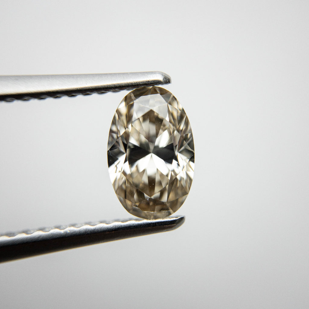 1.09ct 7.96x5.26x3.51mm VS2 Oval Brilliant 18250-01