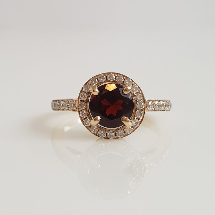 Halo - 6mm Garnet - Yellow Gold - Size I