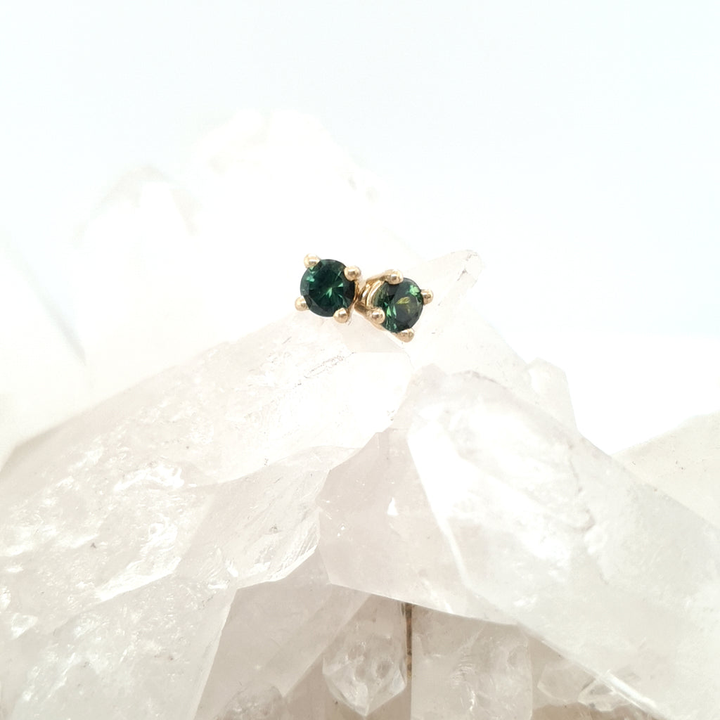 4mm Green Sapphire Earrings - Yellow Gold
