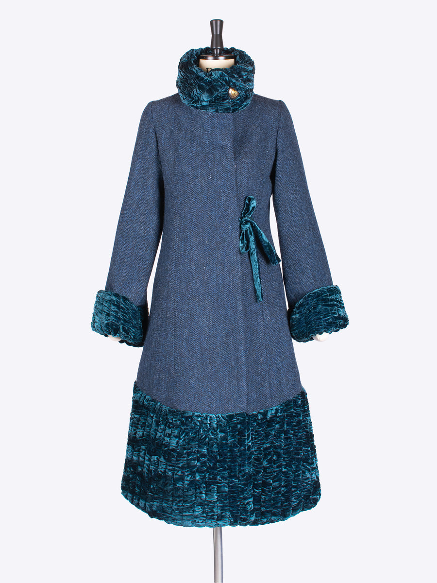 heritage style 20s style glamorous coat with velvet collar