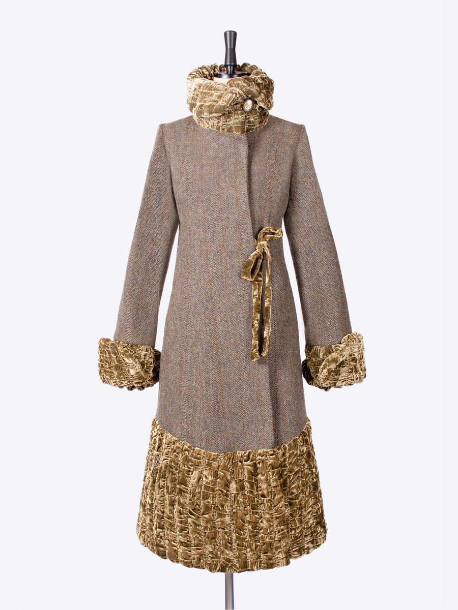 made in New Forest country style ladies tweed coat wit a velvet collar