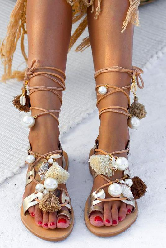 Chic Open Toed Strappy Shell And Fringe Embellished Flat Sandal