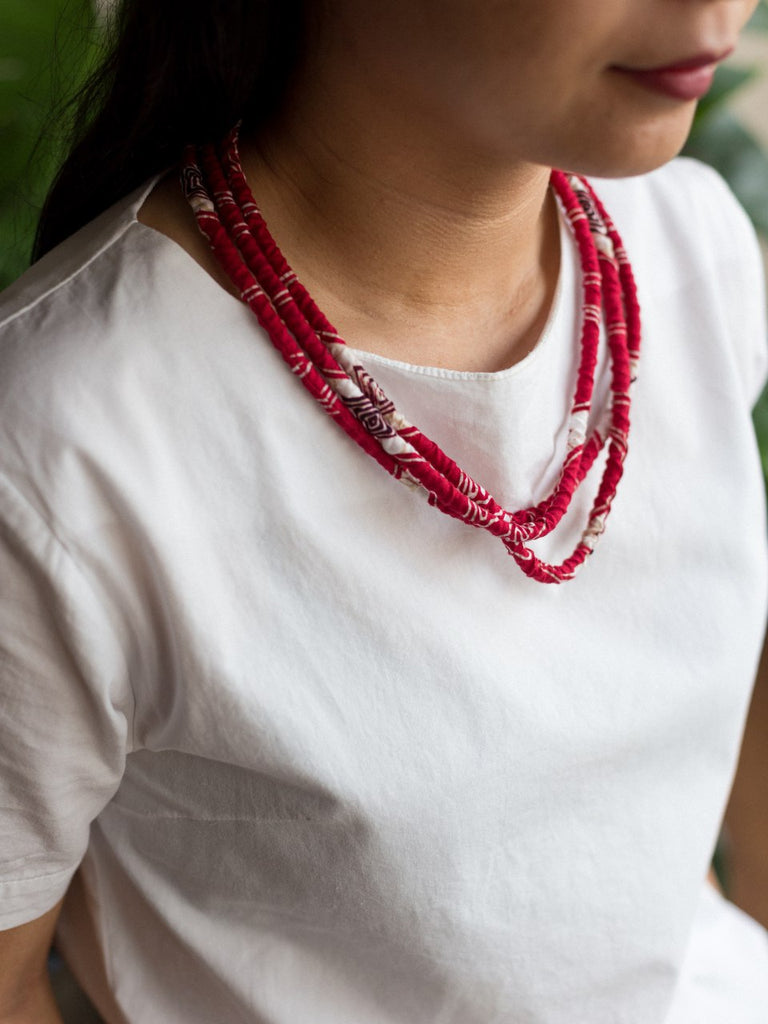 Merah Loop Necklace