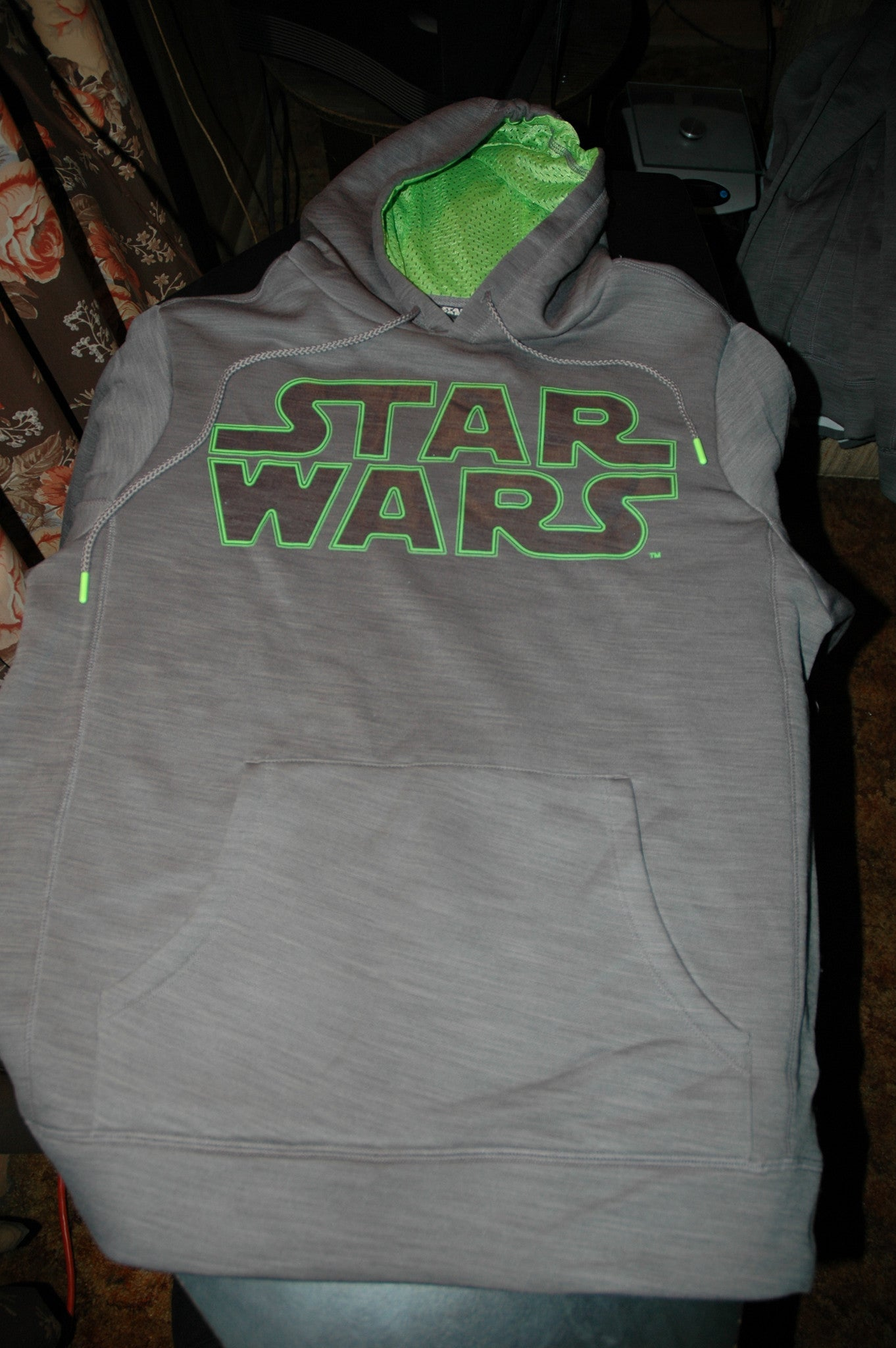 STAR WARS PULLOVER HOODIE COLOR GRAY SIZE MEDIUM