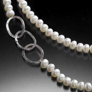 Comet Clasp Pearl Necklace