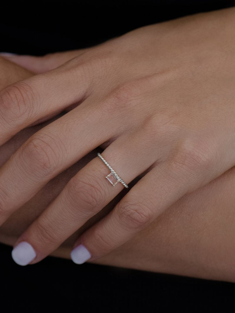 Jac+Jo Strata Side Baguette Rope Ring