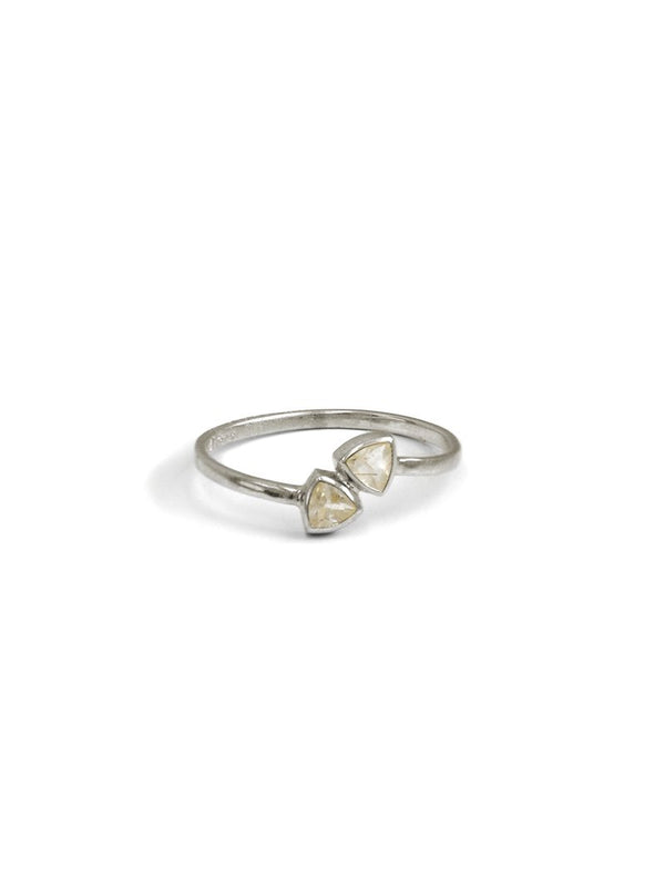 Jac+Jo Arrow Twist Ring