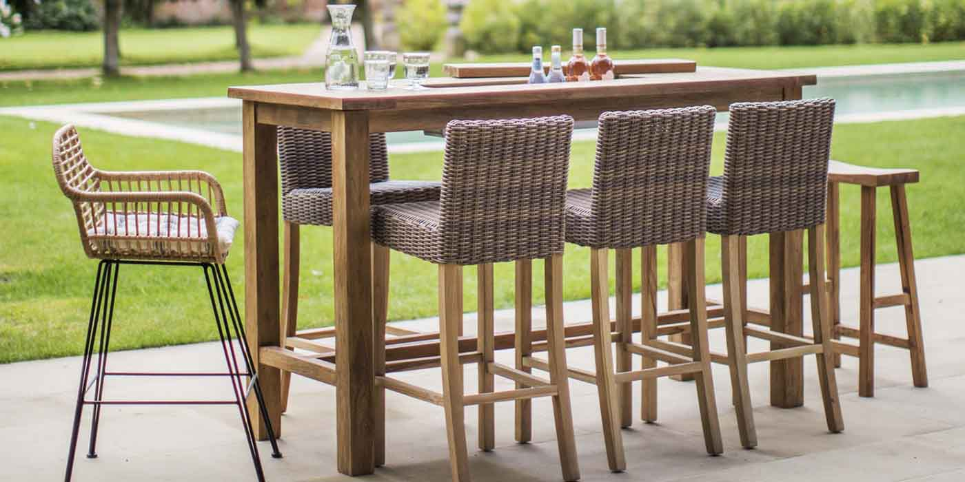 Garden Bar Table in Teak with Rattan Stools