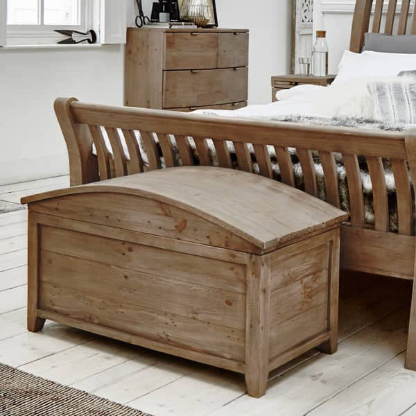 Winchester Rustic Blanket Chest with Winchester Bed