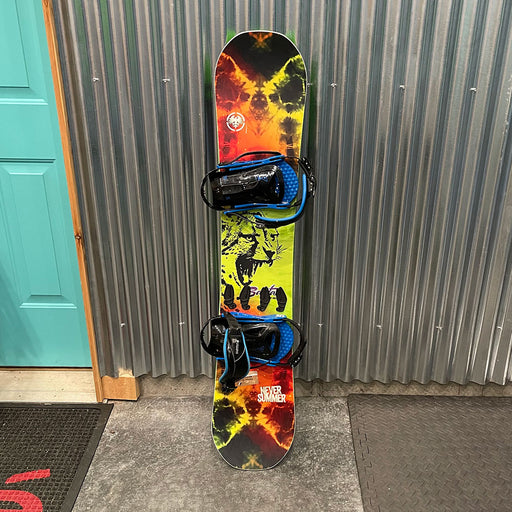Never Summer Bantam 130cm Snowboard - Used Rep Sample