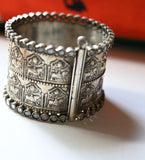 Stone studded bangle (Double decker silver)
