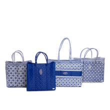 Load image into Gallery viewer, BLUE STRIPE TRAVEL TOTE BAG WITH CLUTCH