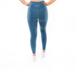 Legging girlfriend - couleur bleu mellow, large bande procurant soutien et permettant de bien définir la silhouette, tissu gainant et confortable, sweat proof, squat proof, met en valeur le fessier