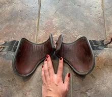 Load image into Gallery viewer, CWD Hind boots - 3
