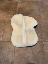 Load image into Gallery viewer, Griffin Wool Half Pad- M