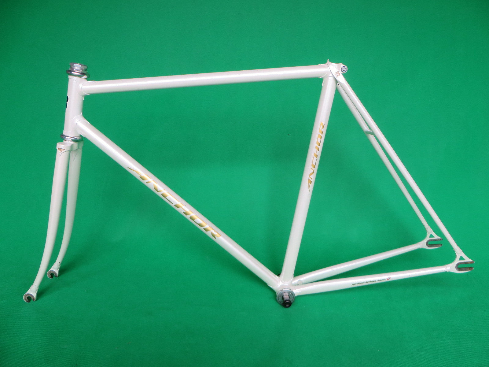 Anchor // White w. Gold Decals 2011 // 52.5cm