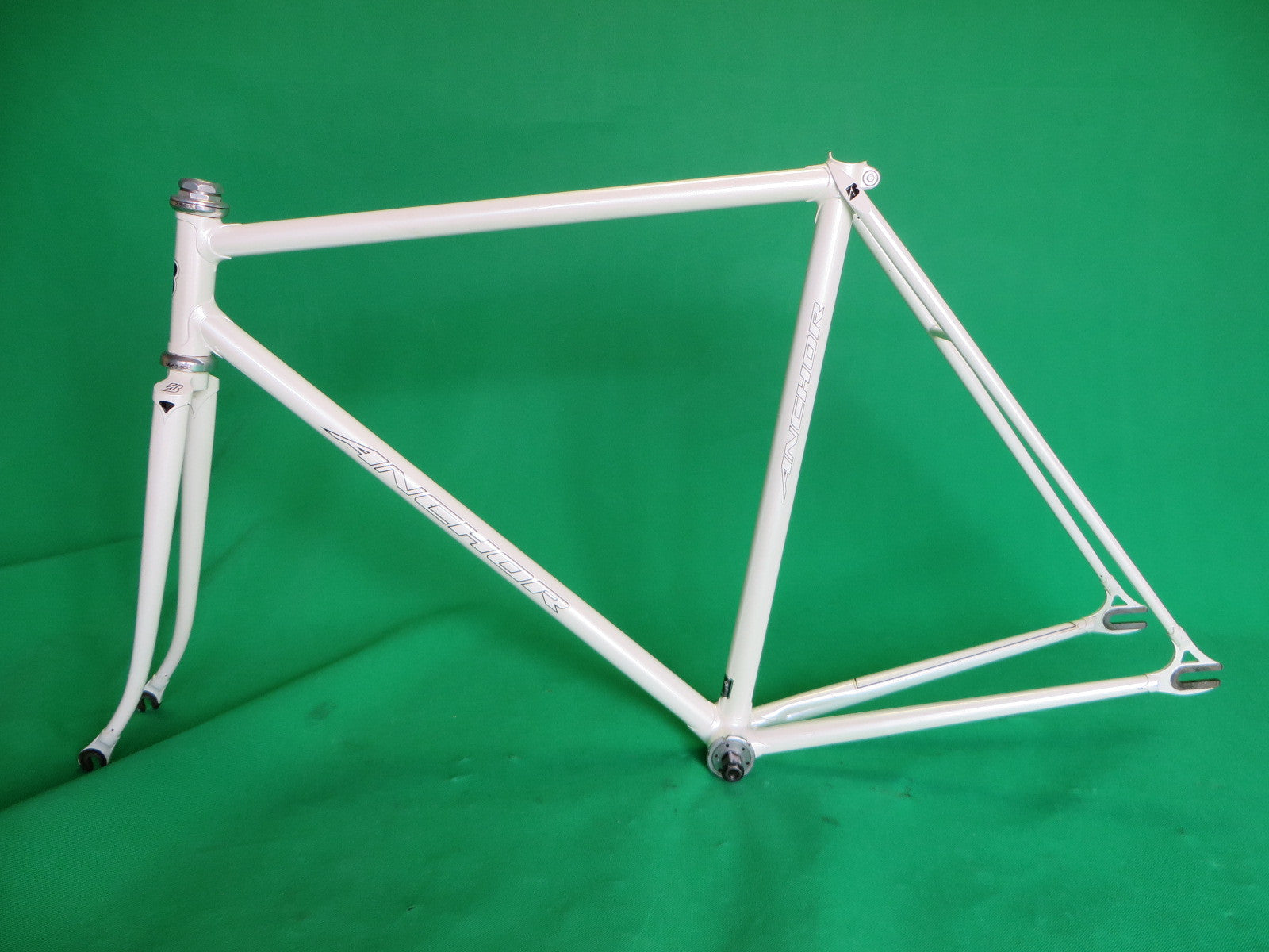 Anchor // White // Kaisei 019 Tubing // 52cm