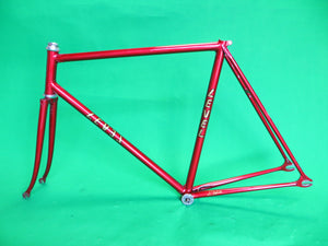 LeveL // red metallic '94 // 54.5cm