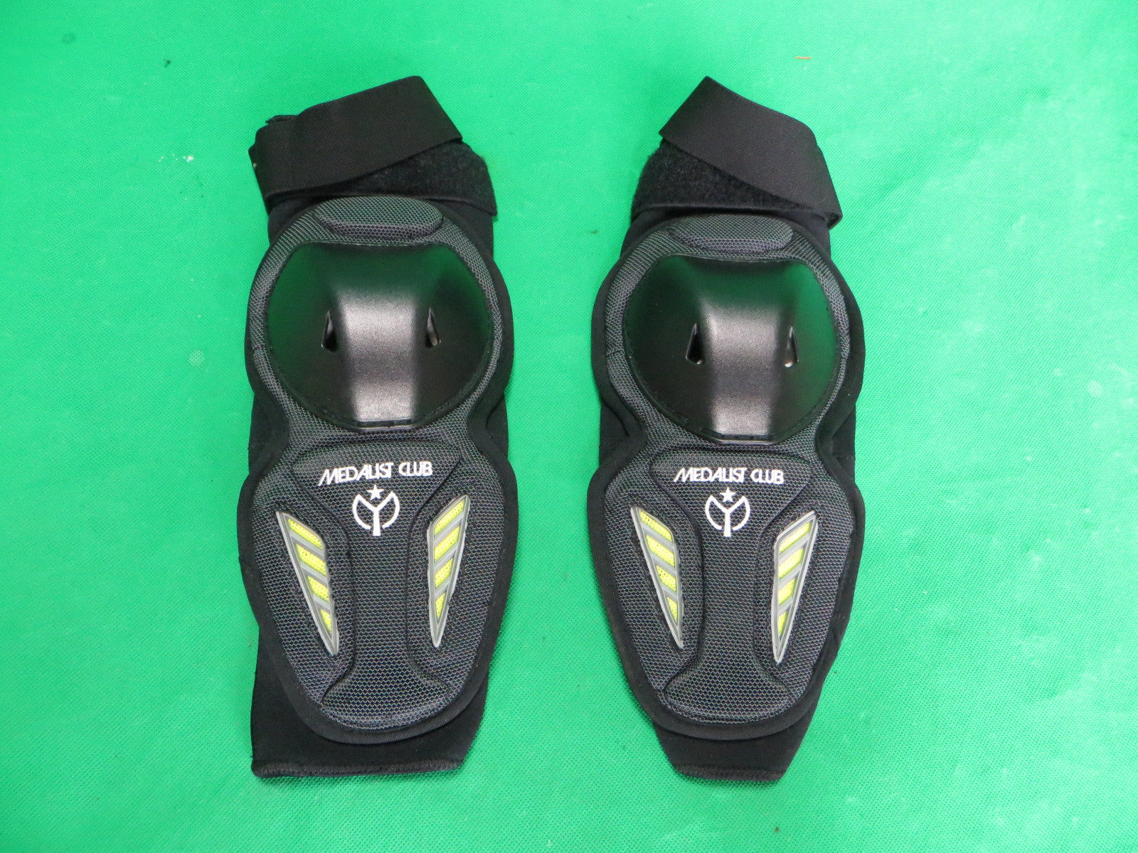 Never Used Medalist Club Keirin Elbow Pads XL (American L)
