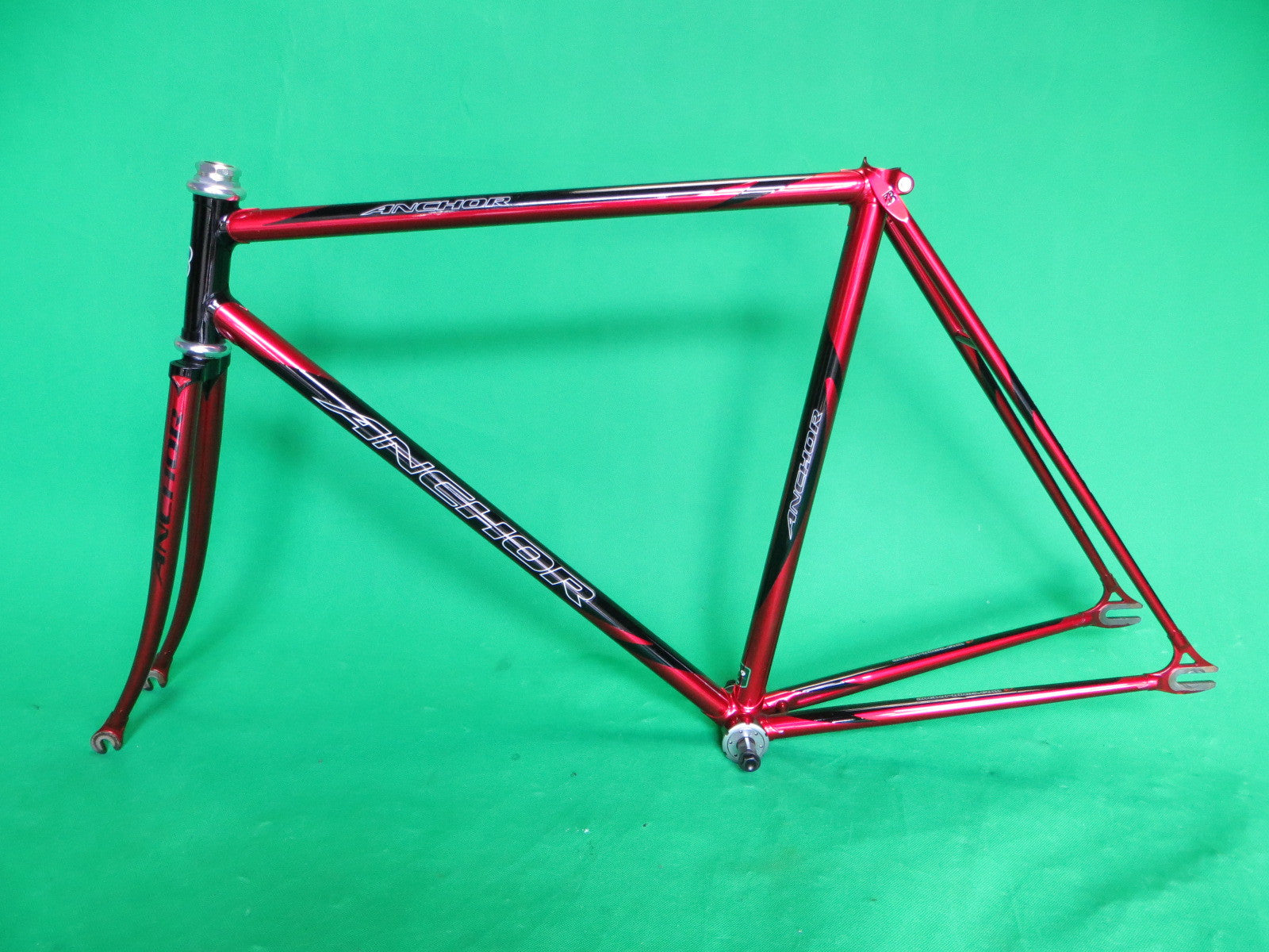 ANCHOR // Candy-Red and Black Two-Tone : Kasei 019 tubing // 52cm