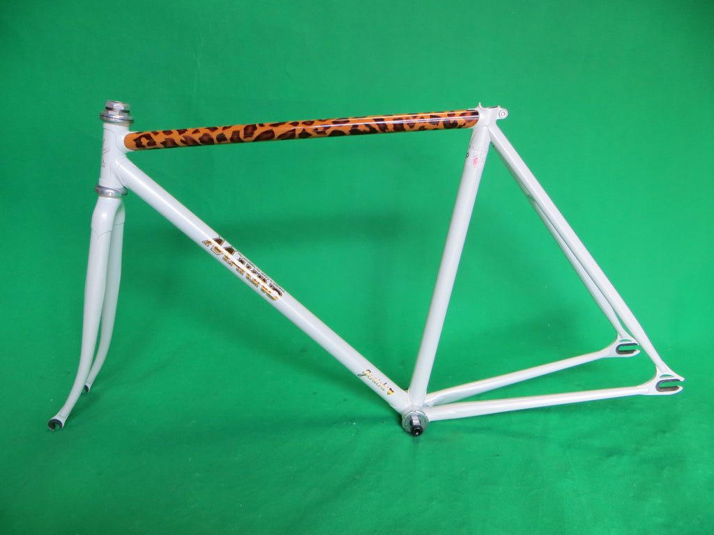 MAKINO // White Leopard Special Paint Finish // 50cm