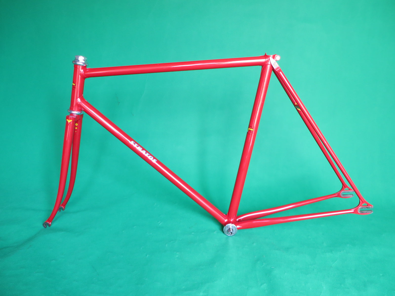 Stratos  // Red  // 53.5cm