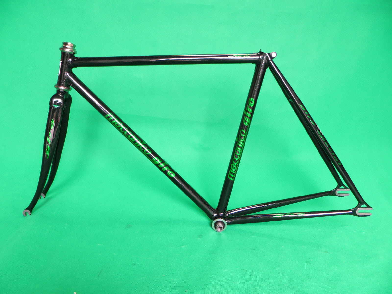 NEVER USED!! GIRO // black + green flake // Columbus Max Fork // 49.5cm