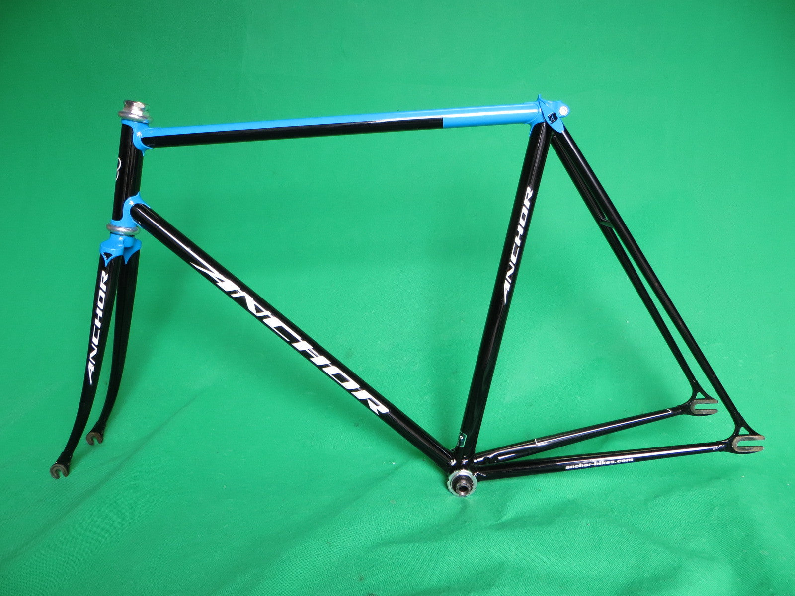 ANCHOR // Black & Blue Two-Tone : Kasei 019 Tubing // 55.5cm